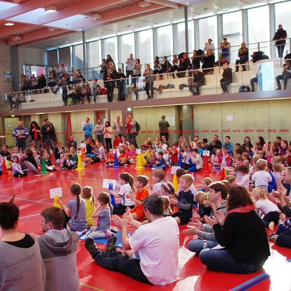 2. Kinder-Winterspiele. Der Förderverein freut sich über ein schönes Wintersportfest.
