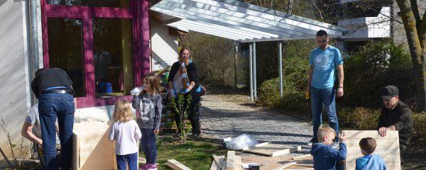 Neue Hochbeete für die Kita Wiesenäcker beim Papa-Kind-Aktionstag des Fördervereins